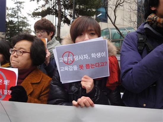 '1618선거권을 위한 시민연대' 등 청소년·시민단체는 지난 21일 새누리당사 앞에서 청소년선거권 보장을 촉구하는 기자회견을 열었다.