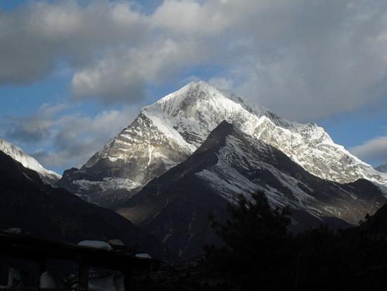 탐세르쿠 Thamserku. 6,618m