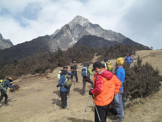 쿰비 율 라 Khumbi Yul Lha. 5,765m