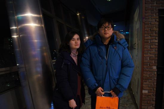 영화 관람 후 상영관을 나오는 홍은녀씨(좌측) 부부
