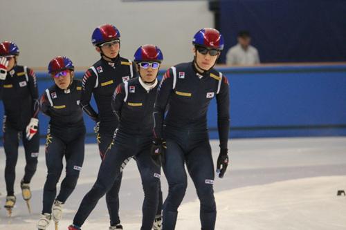 남자 쇼트트랙 대표팀이 오늘(10일) 저녁 소치올림픽에서 첫 레이스를 펼친다. 사진은 지난 2차월드컵 대회 미디어데이 당시 모습.