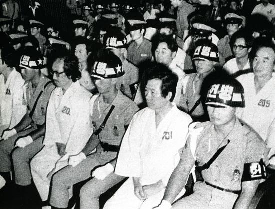 韓国人『数十年かけて築いた国が2年で滅びるなんて…』文在寅『でぇじょうぶだ北朝鮮と同盟すっから』 ->画像>13枚