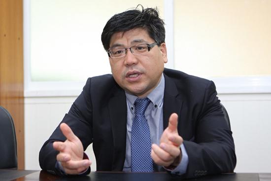 민주당 김광진 의원실 고상만 보좌관은 '군 의문사 문제'는 징병제 국가인 우리나라의 비극적 현실의 한 단면을 보여준다고 말한다.