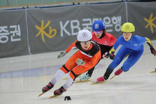 쇼트트랙 박승희가 소치올림픽 1000m에서 금메달을 목에 걸며 개인전 첫 올림픽 메달을 획득했다. 사진은 지난해 국가대표 선발전에서 모습
