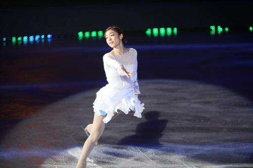 김연아가 마지막 갈라쇼에서 이매진을 연기하며 선수생활을 마쳤다. 사진은 지난해 아이스쇼에서 연기한 이매진 모습