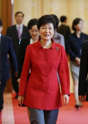 박근혜 대통령의 '투자활성화복'.