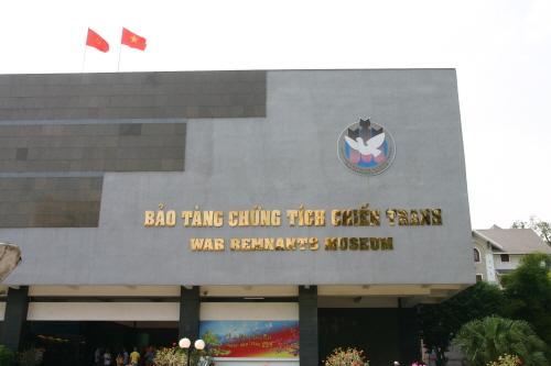 전쟁증적박물관 호치민시에 위치한 전쟁증적박물관은 현재 베트남전쟁의 참상, 침략군의 만행을 기억하고 증언하는 장소로 자리잡고 있다.ㅏ