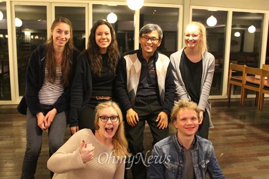 """""""우린 행복해요"""" 뢰딩 학교에서 만난 덴마크 청년들"""