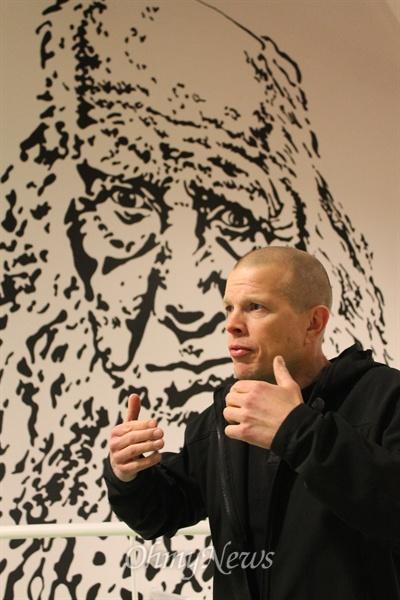 """교장 선생님 에릭슨(Eriksen)씨는 이른바 '그룬트비 자식'이다. 그는 18세때에 """"그룬트비처럼 살겠다""""고 결심했다."""