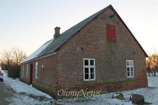 이 작은 농가에서 협동조합 운동이 시작되었다. 1882년 26명의 농민들이 참여한 낙농 협동조합 건물. 지금은 박물관으로 활용되고 있다.