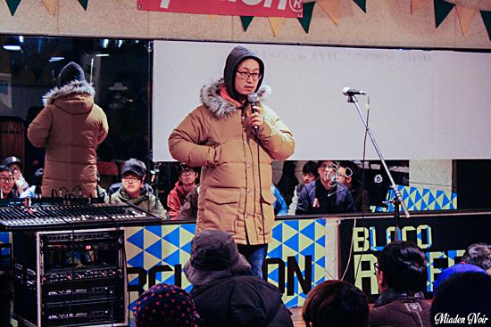 모두의 마이크 진행자 MC 메타 일곱 번째 모두의 마이크 시작을 알리는 MC 메타.