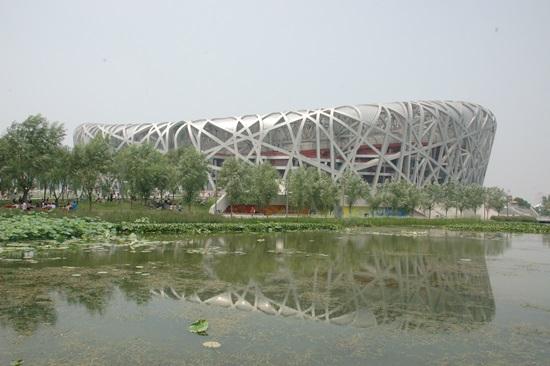 2008년은 베이징 올림픽에 대한 기대로 시작됐다 새 둥지를 닮은 베이징 올림픽 주경기장이 완공되며 베이징은 축제의 분위기였다