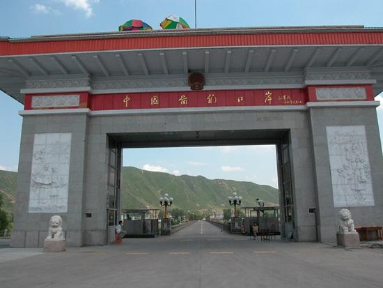 중국서 북한으로 넘어가는 투먼 변경 조계창 기자는 옌지서 이곳으로 가는 길이 완성하지 못한 마지막 취재길이었다