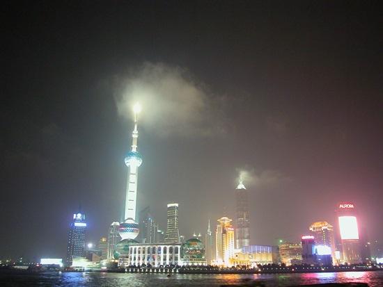 푸동의 야경 류지아주이 인근은 중국 최고의 금융타운으로 부각했다