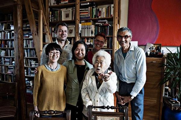 지난해 8월 독일을 방문한 일본 위안부 피해자 이옥선 할머니. 이옥선 할머니 왼쪽이 한정화 코리아협의회 대표다.