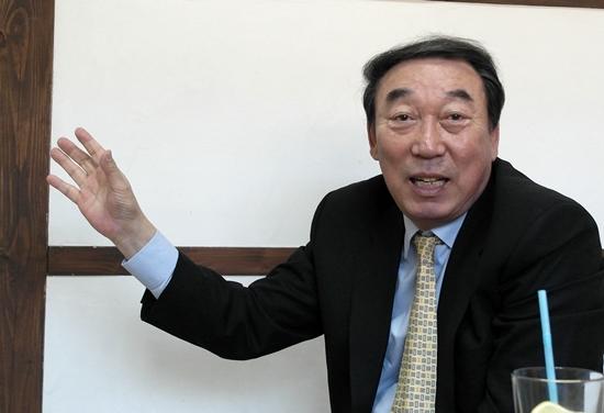 아마추어 선수시절을 설명하는 김봉연 교수
