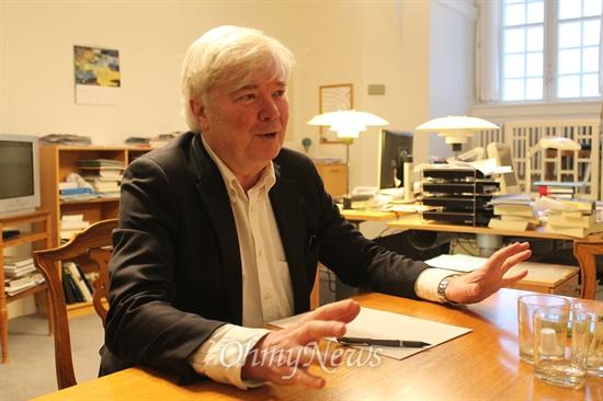 """벤스터 당의 웨슬보(Vesselbo)의원. 14년째 국회의원인 그는 """"덴마크 정치의 특징은 토론은 충분히 하되 결론은 실용적으로 한다""""고 말한다."""