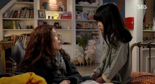 '신의 선물' 김수현의 눈물겨운 모정, 그는 과연 딸을 살릴 수 있을까?