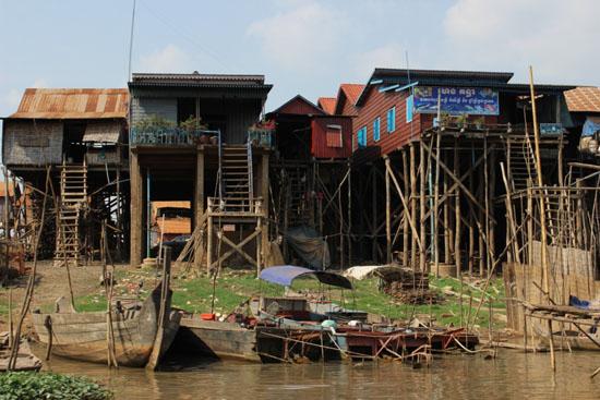 캄보디아 톤레삽 호수 주변 전형적인 어촌마을의 모습.