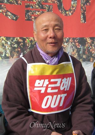 서울 종로구 청계광장에서 8일째 단식 중인 박석운 한국진보연대 공동대표. 그는 5일 오후, <오마이뉴스>와 만나 오는 4·19혁명기념일을 맞아 진행되는 10만 국민 촛불 행진에 국민들의 참여를 호소했다.