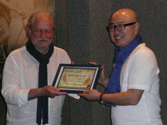제1회 한국 다큐멘터리 페스티발에서 대상을 받은 이홍기 감독