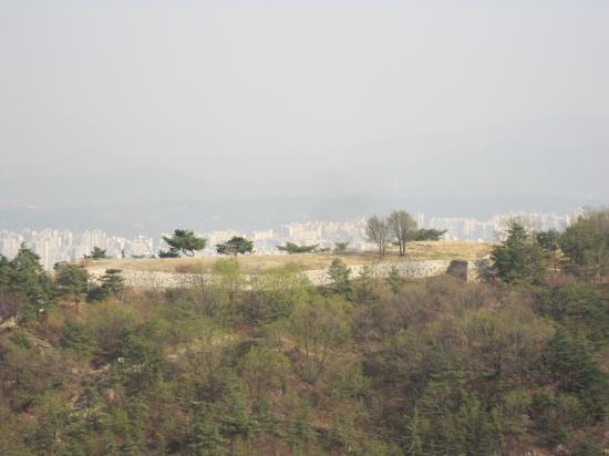 아차산 4보루의 전경.