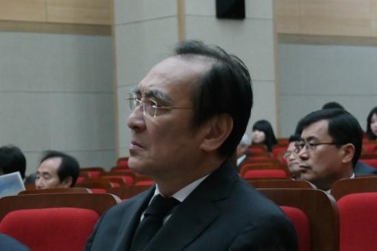 장준하 선생 장남 장호권씨 독립운동가 장준하 선생의 장남 장호권씨가 상념에 잠긴 얼굴로 정면을 응시하고 있다.