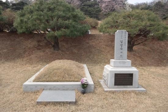 운암 김성숙 선생 묘 국립서울현충원 임시정부요인 묘역에 위치한 운암 김성숙 선생의 묘