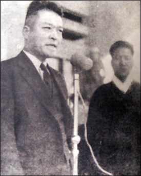 연설 중인 김원봉 1946년 2월 민족주의 민주전선 회의장에서 연설하는 약산 김원봉