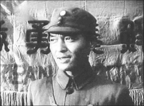 조선의용대 대장 시절의 약산 1940년에 조선의용대에서 선전용으로 제작한 영상에 등장한 김원봉