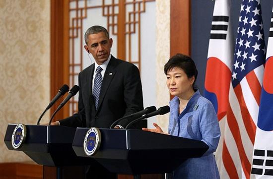 박근혜 대통령과 버락 오바마 미국 대통령이 4월 25일 오후 청와대에서 한-미 정상 공동기자회견을 하고 있다.