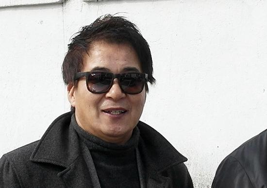 고향 친구들과 추억의 거리(군산시 죽성로)를 거니는 김일권