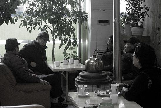 군산 시내 옛날식 다방에서 만난 60~70대 야구팬들