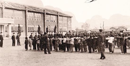 군산 남초등학교 아침조회 모습(1960년대)