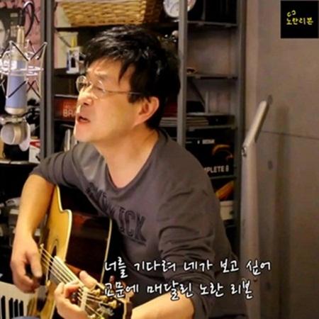 지난 28일 SBS 파워FM <아름다운 이 아침 김창완입니다>에서 '노란 리본'을 부르는 김창완