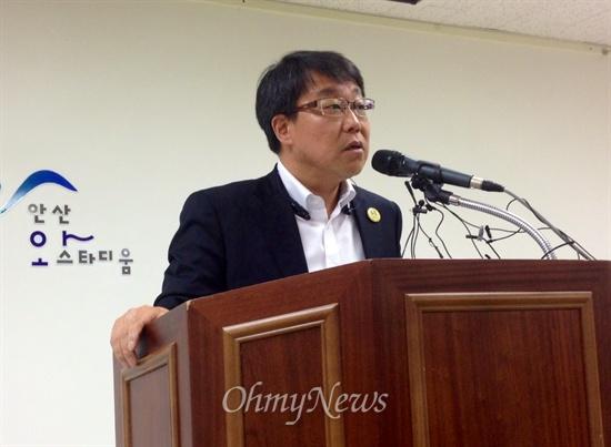 세월호 침몰사고로 숨진 경기 안산 단원고등학교 학생들의 실종자·생존자·유가족 대책위가 7일 오후 안산 와스타디움에서 기자회견을 통해 정부와 국민께 드리는 호소문을 발표했다.
