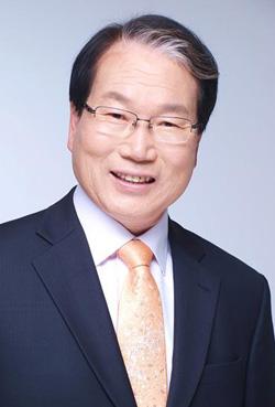 진주시장 선거 예비후보로 활동해 왔던 강갑중 후보가 14일 예비후보 사퇴하고, 진주시의원 선거에 출마한다.