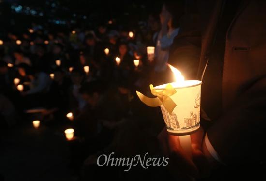 15일 오후 서울 청계광장 부근에서 '세월호 희생자 추모와 진실 규명 촉구 기도회'가 열리고 있다.