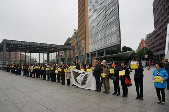 포츠다머플라츠의 세월호 추모 교민 시위대