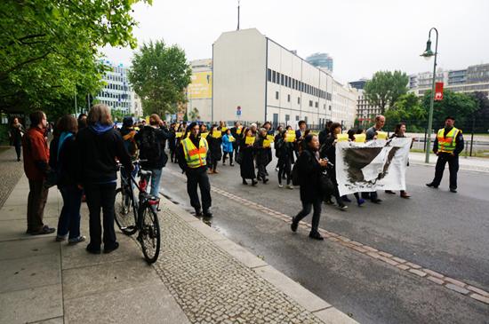 독일 경찰과 독일 시민들 모습