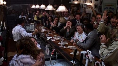 영화 <트루먼 쇼>의 한 장면. 트루먼의 탈출 성공을 보고 환호하는 시청자들.