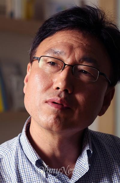 박상훈 후마니타스 대표가 9일 <오마이뉴스>와 인터뷰에서 6.4 지방선거와 진보정치의 과제에 대해 이야기하고 있다.