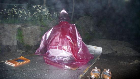 산신각 밖에서 밤샘 기도를 한 보살님 모습은 차라리 산신령처럼 보였습니다.