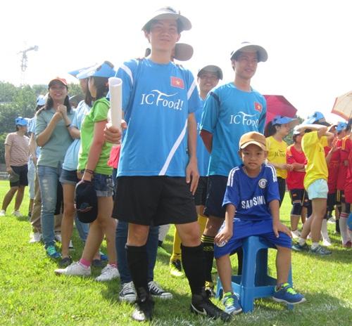 베트남의 미래는 제게 달렸죠 전국 베트남 유학생 축구대회의 개막식. 남자 아이의 당당한 표정이 인상적이다.
