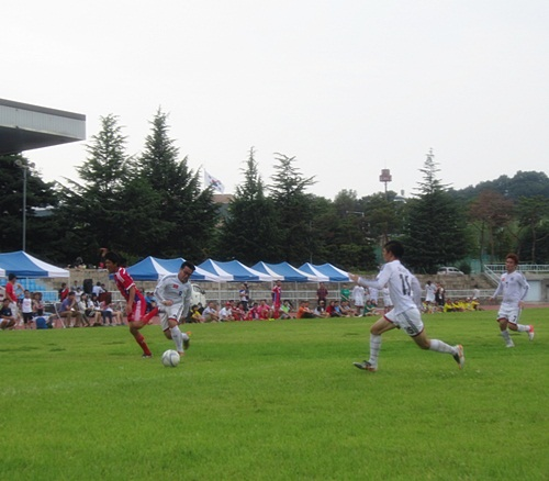 고지가 눈 앞인데  전국 베트남 축구대회 남자 결승전. 연합팀과 조선대 유학생들의 맞대결.