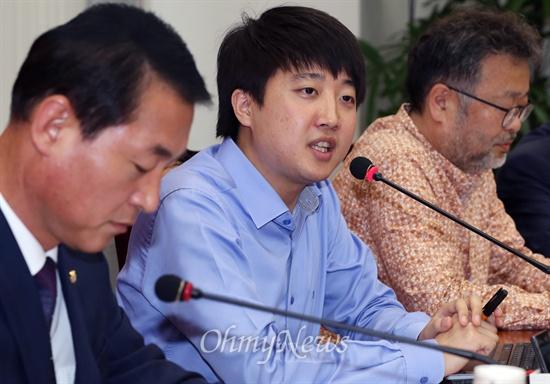 이준석 새누리당 혁신위원회 위원장이 1일 오후 국회에서 열린 혁신위원회 1차 회의에서 모두발언을 하고 있다.