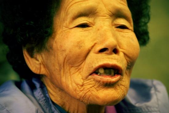 고귀태 할머니 얼굴에는 정선 땅에서 살아온 세월의 흔적이 담겨있다.