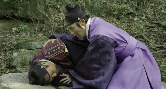 KBS 2TV <조선총잡이> 4회에서 박윤강(이준기 분)의 아버지 박진한(최재성 분)이 숨을 거뒀다.
