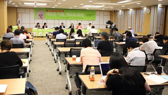 토론회장의 모습 생활동반자에 관한 법률 토론회장의 모습.