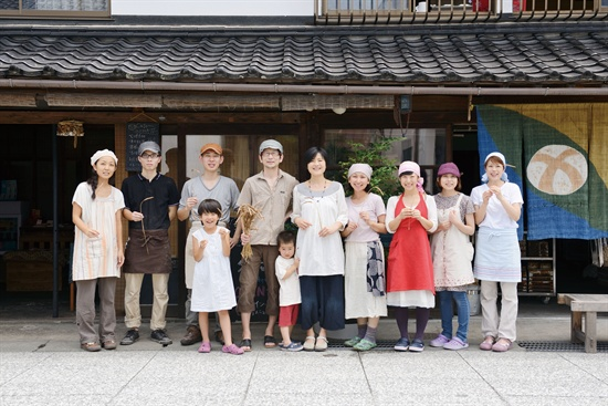 시골 빵집 '다루마리' 단체 사진.